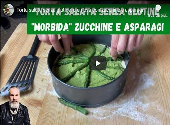 Torta salata senza glutine, cremosa con zucchine e asparagi